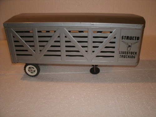 Structo Livestock Trailer with Livestock